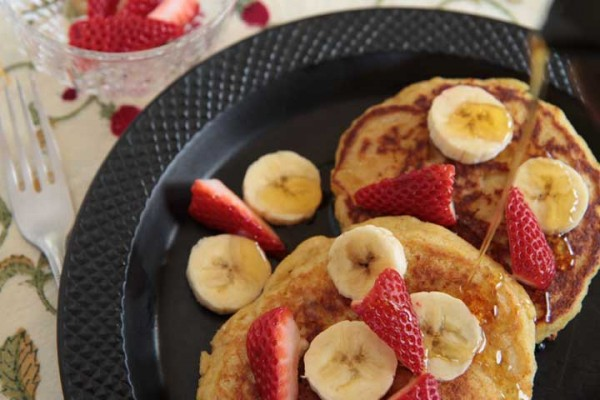 Cornmeal ricotta pancakes with bananas and strawberries