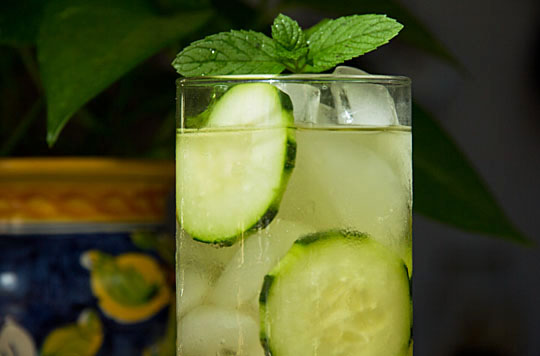 Cucumber drink with or without alcohol