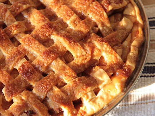 Apple pie with caramel sauce | mjskitchen.com