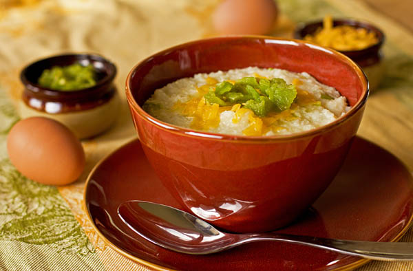 Grits and green chile with a bit cheese makes the most awesome breakfast. #grits #greenchile mjskitchen.com