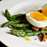Salad of asparagus, soft-boiled egg and chorizo sausage
