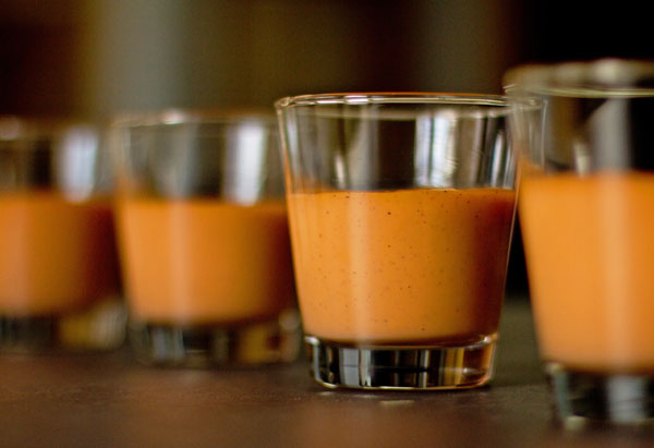 Thai tea pudding is a creamy pudding made with Thai tea, milk and a little condensed milk. | mjskitchen.com