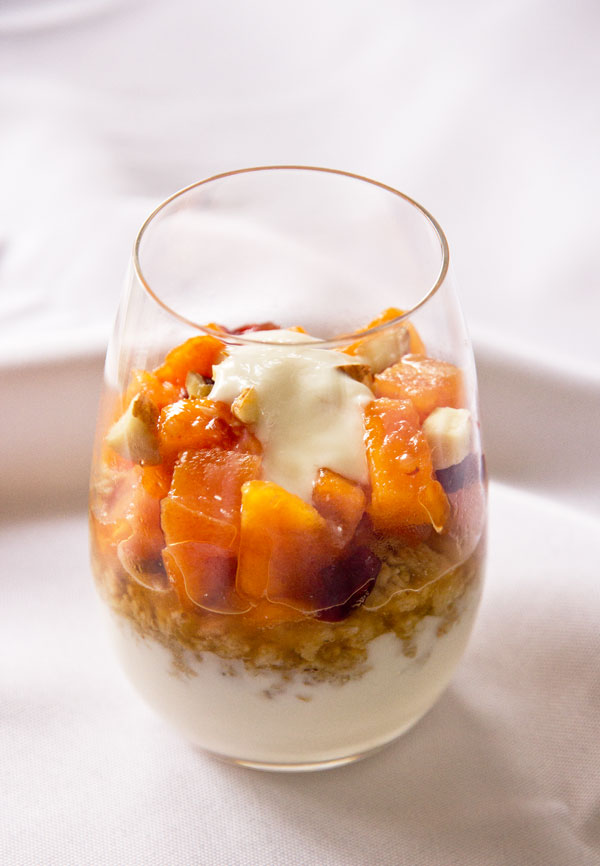 A simple persimmon parfait made with granola and yogurt. Nothing fancy, just good.
