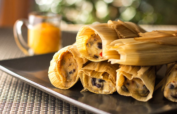 Black Bean Chipotle Tamales with spicy mango sauce #vegan| mjskitchen.com