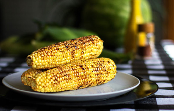 A spicy and juicy grilled corn with a drizzle of olive oil and some red chile spice mix mjskitchen.com #corn #red #chile