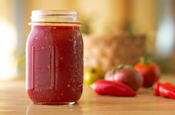 Tomato chile jam with 4 ingredients - tomato, red chile, sugar, lemon juice @mjskitchen #jam #tomato #red #chile