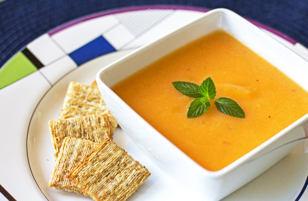 Cantaloupe Soup / Chilled cantaloupe soup is healthful, light, versatile and perfect on a hot summer day!