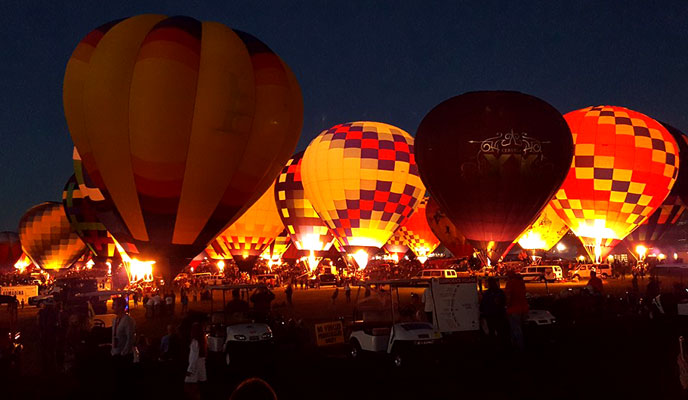 Pictures of the balloon glow from the Albuquerque International Balloon Fiesta 2016 | mjskitchen.com