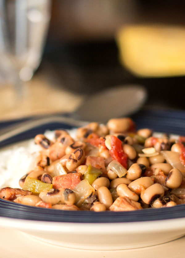 Black-eyed Peas with smoked ham or sausage (aka Hoppin John) #blackeyed #peas @mjskitchen