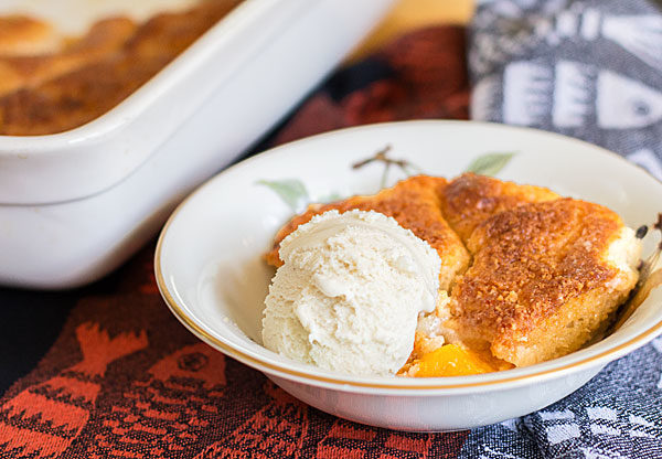 A traditional southern peach cobbler - quick & easy & delicious #peach #cobbler | mjskitchen.com